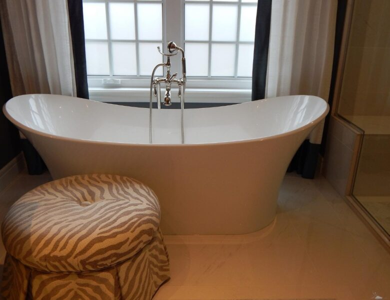 Get Your Bathtub Sparkling Clean with These 5 Steps